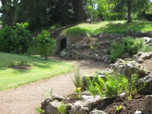 The path to the souterrain and grotto © Chris Reynolds and licensed for reuse under Creative Commons Licence.