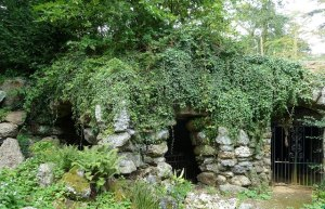 The Grotto © Rob Farrow and licensed for reuse under Creative Commons Licence.
