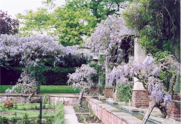 Stoke Poges Memorial Gardens, National Gardens Scheme