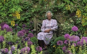 Rosemary Verey at Barnsley House, photograph by Andrew Lawson. http://www.telegraph.co.uk/gardening/8160347/Remembering-Rosemary-Verey.html