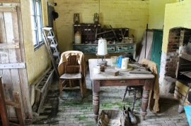 The gardener's room at Clumber Park, image from http://www.jibberjabberuk.co.uk/2014/08/kitchen-garden-notes-walled-kitchen.html