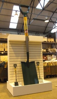 The world's largest spade www.bulldogtools.co.uk