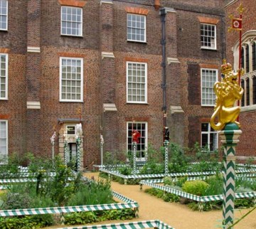 The Chapel Court garden, Historic Royal Palaces