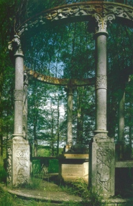 The temple-like monument of Che Foo, at Woburn Abbey from Lucinda Lambton, Palaces for Pigs, (2011), p.237