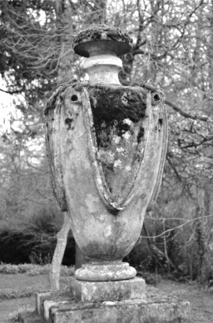 Azor's monument, St Mary's churchyard, Orchardleigh image courtesy William Bishop