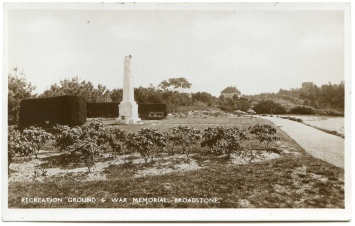 Broadstone War Memorial and Garden courtsey of Alwyn Ladell, Flickr.com