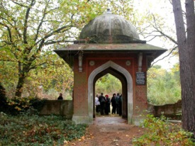 The chattri or Entrance pavilion at the Muslim Burial Ground (courtesy of Janet Nixon) http://www.exploringsurreyspast.org.uk