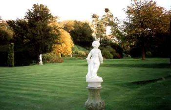 http://www.gardens-guide.com