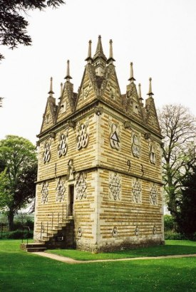 Rushton Triangular Lodge,© Copyright Chris Downer, 1999 and licensed for reuse under this Creative Commons Licence.