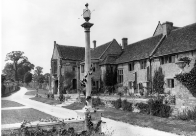 South Wraxall Manor House The garden at South Wraxall Manor House. Pub Orig CL
