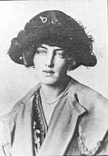 Gladys Deacon, later Gladys Spencer-Churchill, Duchess of Marlborough Dateum 1910/1920 Source http://worldroots.com/brigitte/famous/s/spenceralthorp2.htm