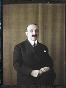 Achille Duchêne (1866-1947), paysagiste, concepteur du jardin français, 1925. Autochrome de Georges Chevalier, © Musée Albert-Kahn