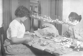 Women making flowers in lower Manhattan, c. 1910Photo: Lewis Wickes LineCollection of New York Public Library