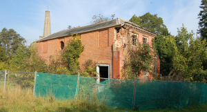 The ruins of one of the wings of Stoke Edith, with the church tower in the bcakground, 2015. http://www.ipernity.com/doc/buildings/37766170/in/keyword/4352478/self